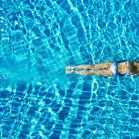 Una giornata alla badeschiff floating pool for Piscina olimpia milano