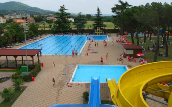 Nuotare in piscina in toscana for Piscina hidron