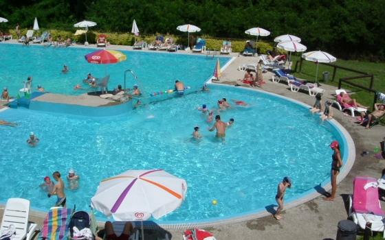 Piscina centro sportivo stadium besozzo for Centro sportivo le piscine
