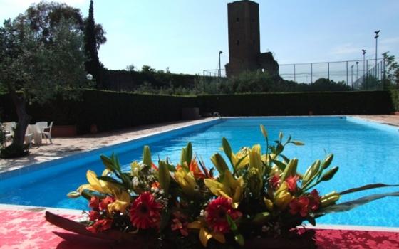 Piscina la torre sporting club roma for Piscina roma