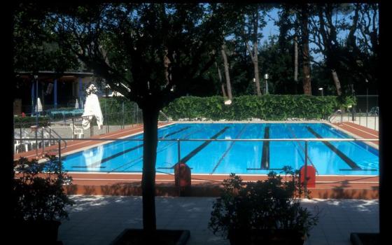 Nuotare in piscina in toscana - Piscina hidron campi ...