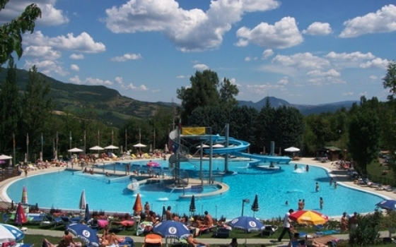 Piscina comunale conca del sole lizzano in belvedere - Piscina comunale levico terme ...